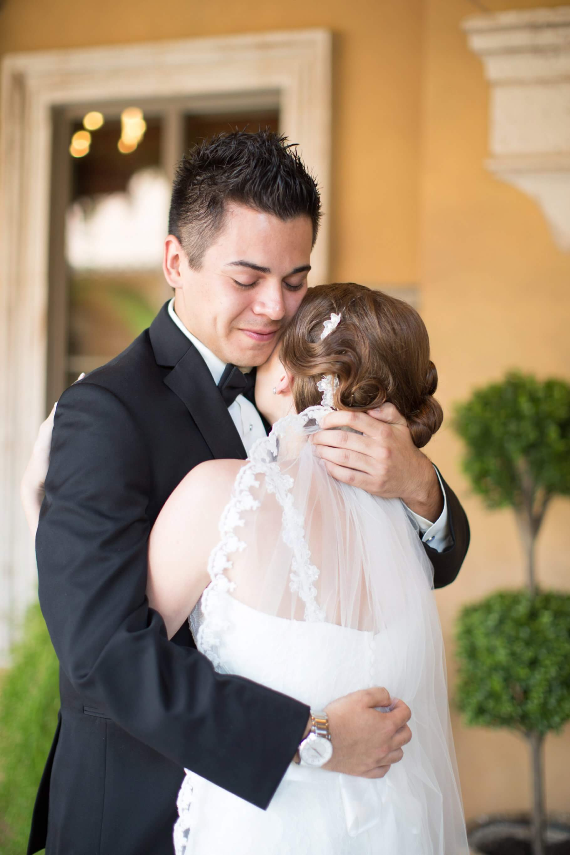 villa siena wedding-first look